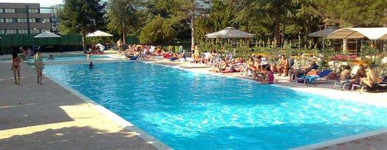 Club le piscine picture of europa park hotel sulmona for Piscine europa