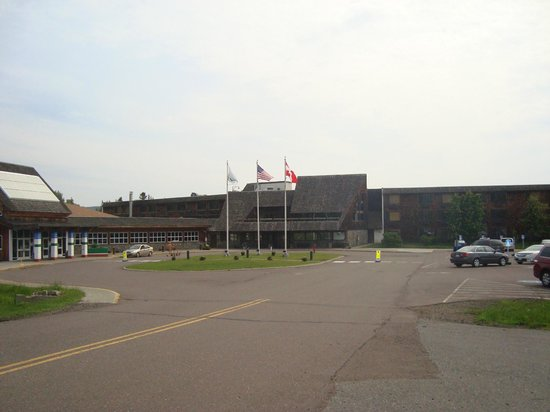 Grand Portage Lodge and Casino: Front of Lodge and Casino