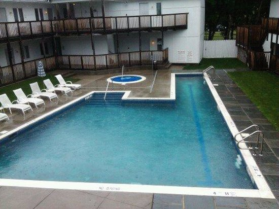 The Greenporter Hotel: The Pool