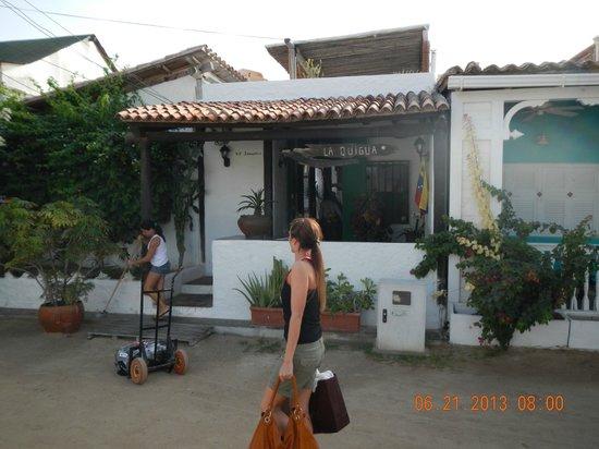 Posada La Quigua Los Roques: Ingresando a la Posada