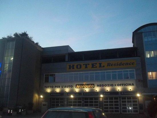 Hotel Master: qua con le luci verso sera è gia piu carino ma di giorno perde ed è un peccato,è piu carino dent