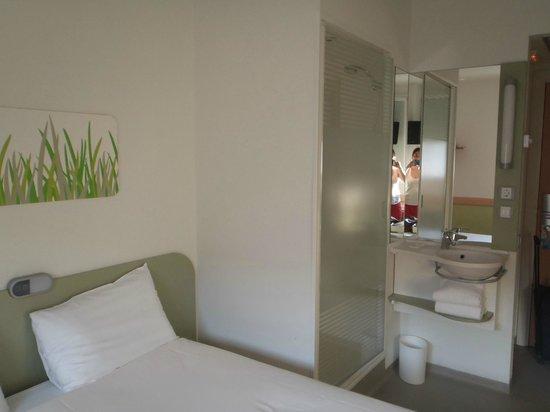 Ibis Budget Madrid Centro Las Ventas: Habitación doble con baño