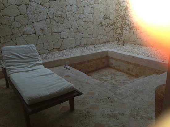 Sanctuary Cap Cana by Playa Hotels & Resorts: Our Bathtub...outside but private