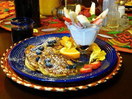 Eve's Garden Bed & Breakfast: Breakfast!