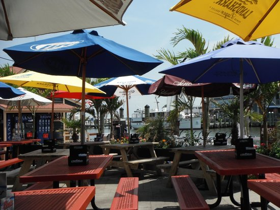St. Michaels Crab & Steak House : Outdoor seating
