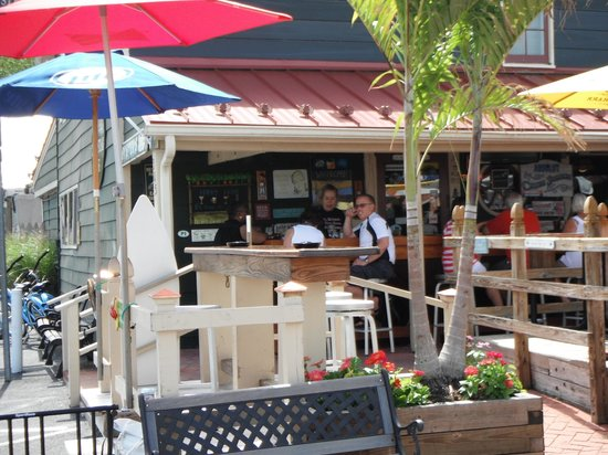 St. Michaels Crab & Steak House: Out door seating
