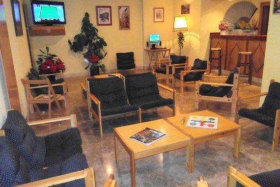 Hotel Ramiro I: Salón del hotel