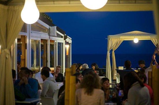 Albenga, Italia: Luci e calde atmosfere estive