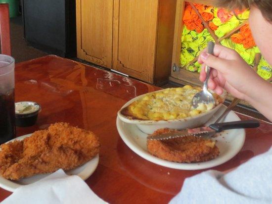 Ricky T's : Fried pork chop & mac n cheese