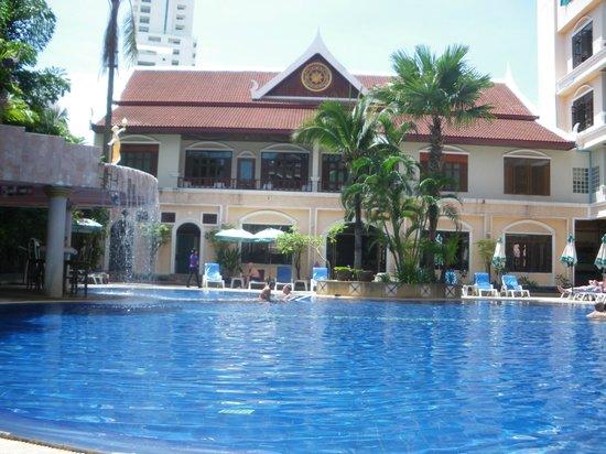 Tony Resort : une des deux piscines