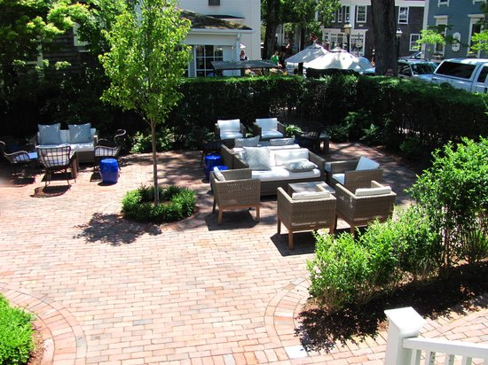 The Roberts Collection - Manor House Inn: Courtyard