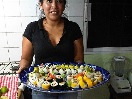 Plato Verde Sushi: Platter of sushi for some hungry guests!