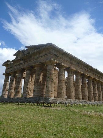 Hotel Paradiso Residence : One of the temples at Paestum