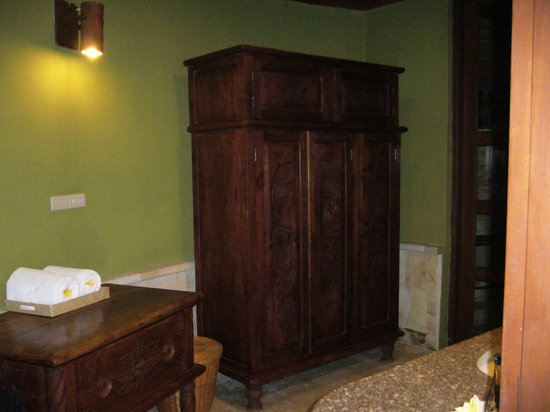 Dewani Villa: Bathroom Area