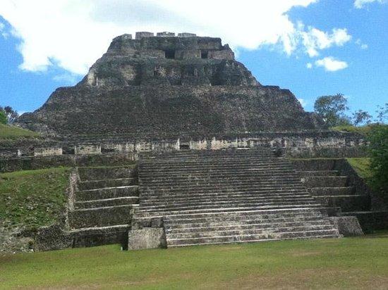 Casa Blanca Guest House: Xunantunich Pyramid