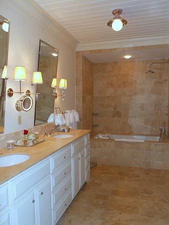 Old Edwards Inn And Spa: Gorgeous Bathrooms
