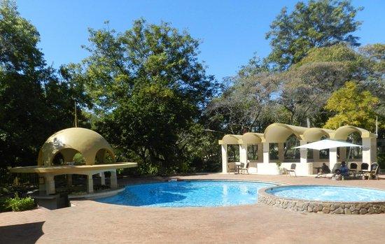 Rainbow Hotel Victoria Falls: pool