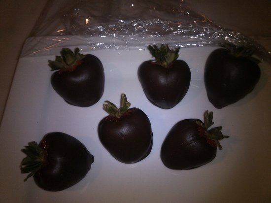 Inn on Crescent Lake: choc. covered strawberries are the best I have ever had