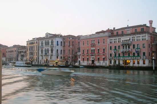 picturesque grand canal bild von canal grande venedig tripadvisor. Black Bedroom Furniture Sets. Home Design Ideas