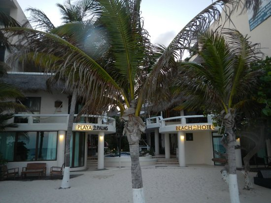 Playa Palms Beach Hotel: Tiny beach