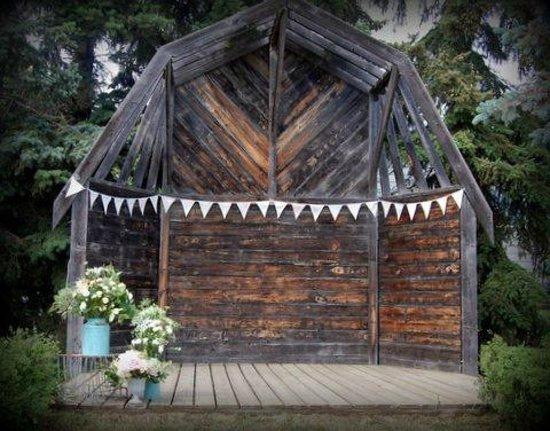 Barn Loft Inn : Alter where wedding ceremony was conducted.