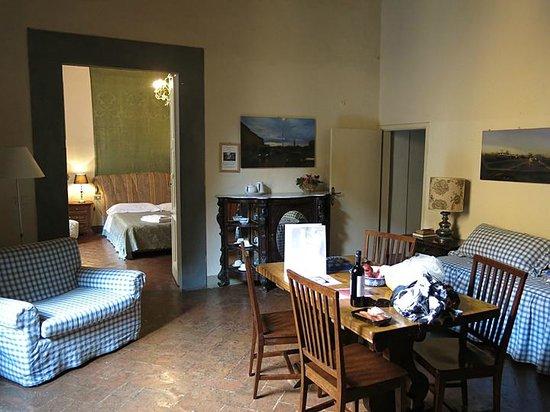 Castello di Montegufoni: Living area / bedroom