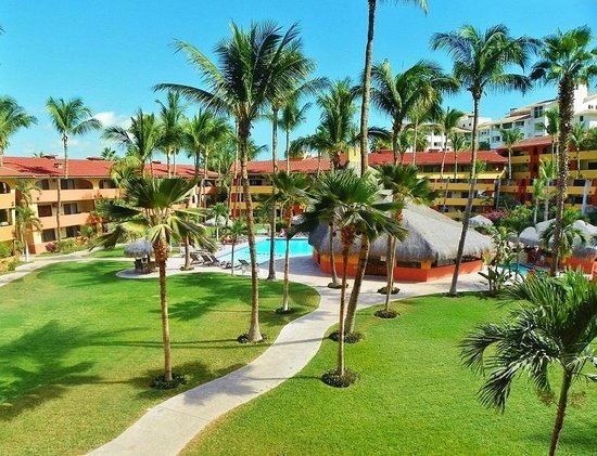 Marina Sol Resort: Refreshing Pool and Sunny Courtyard