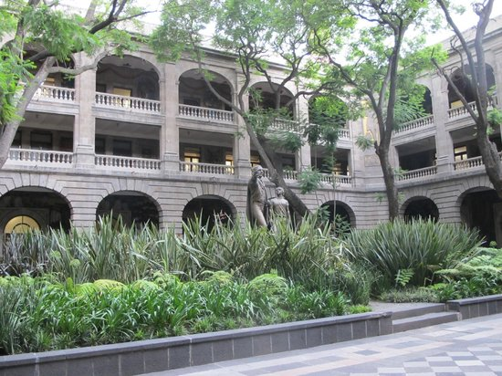 Edificio de la Secretaría de Educación Pública: The tranquil courtyard