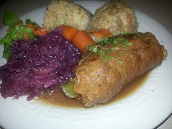 Sierra Vista, Αριζόνα: Beef Rouladen with Red Cabbage and Bread Dumplings