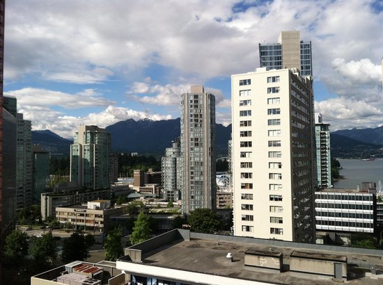 Riviera on Robson Suites Hotel Downtown Vancouver: The view towards Stanley park