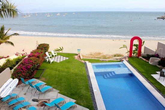 The infinity pool at Villa Amor del Mar!