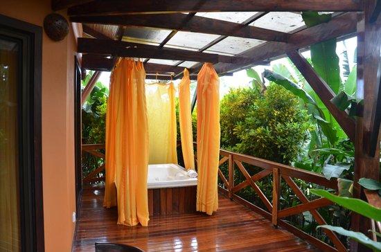 Nayara Resort Spa & Gardens: Private Jacuzzi
