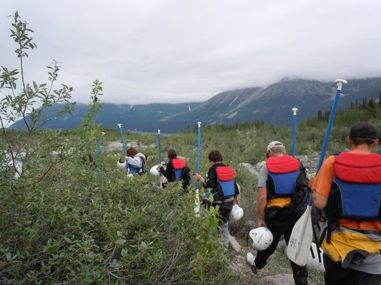 McCarthy River Tours & Outfitters - Day Tours: Hiking to the rafting start point
