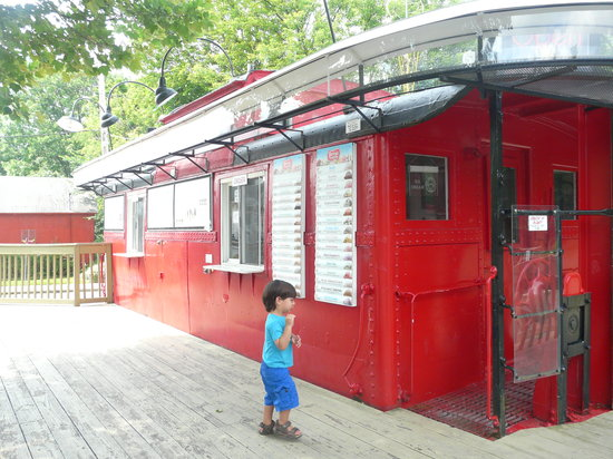 Red Caboose Ice Cream Station: Adorable set-up