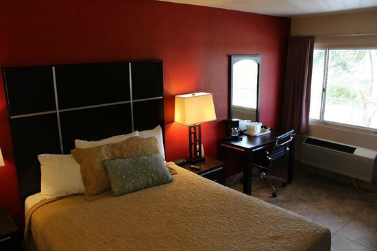 Harbor Inn & Suites Oceanside / San Diego: Queen Standard