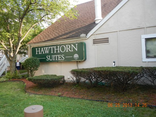 Hawthorn Suites by Wyndham Holland/toledo Area: Exterior signage