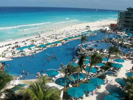 Hard Rock Hotel Cancun: I could have sat on the balcony all day