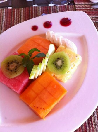 Los Olivos Restaurant at La Mision: Beautiful fruit plate.