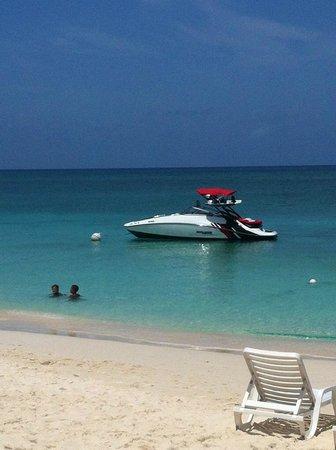 Wakeboard Cayman: Boat
