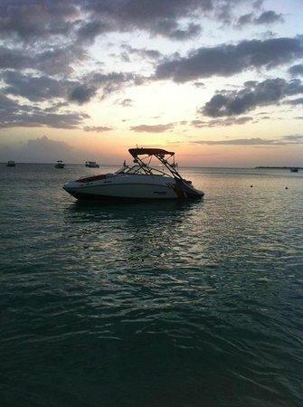 Wakeboard Cayman: Boat Sunset