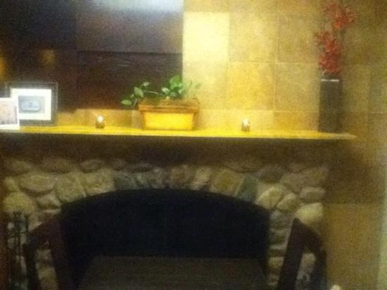 Chiara Bistro: lobby seating area