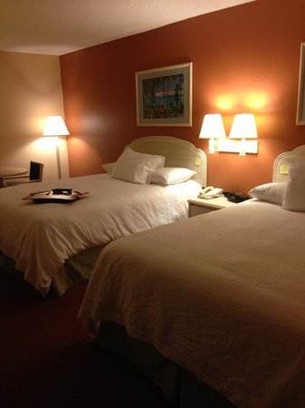 Hampton Inn Sarasota I-75 Bee Ridge: Two queen beds. Comfortable.