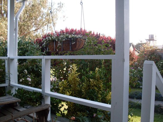 Sea Gull Inn Bed and Breakfast: Sitting porch - Lookout Room #1