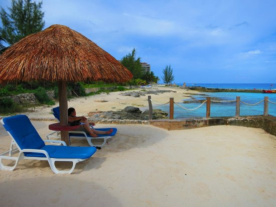 Playa Azul Golf, Scuba, Spa: You can get service to your chair while you're sunbathing
