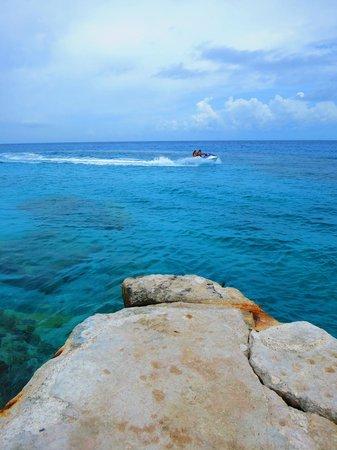 Playa Azul: Beautiful blue water