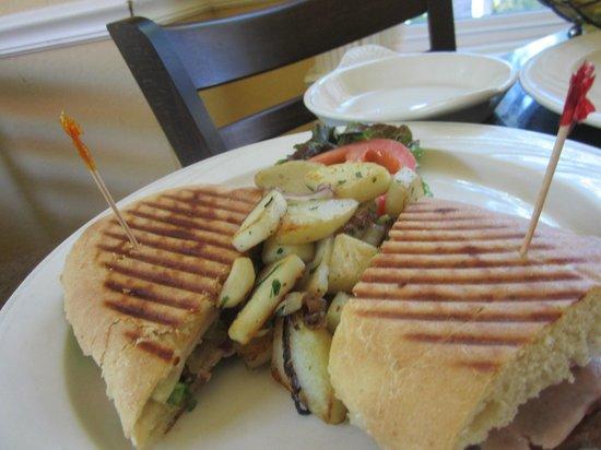 Gennaro's Grill & Garden: Cuban sandwich
