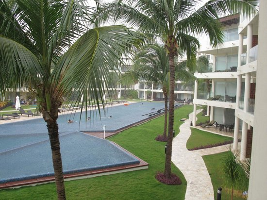 The Elements Oceanfront & Beachside Condo Hotel: pool from balcony