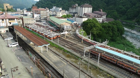 Feel Unazuki: Over Looking the Train Station