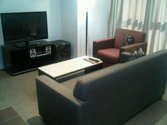 Meriton Serviced Apartments Brisbane on Adelaide Street: Living area