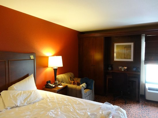 Hampton Inn Denver - International Airport: The room is huge! (King bed)